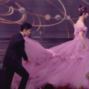 """Xiao Zhan Helped Yang Zi With Her Dress On Weibo Night, """"The Oath Of Love"""" CP Is So Sweet."""