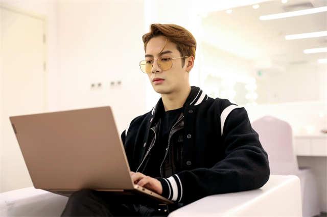 Cheng Xiao rumored boyfriend   Jackson Wang